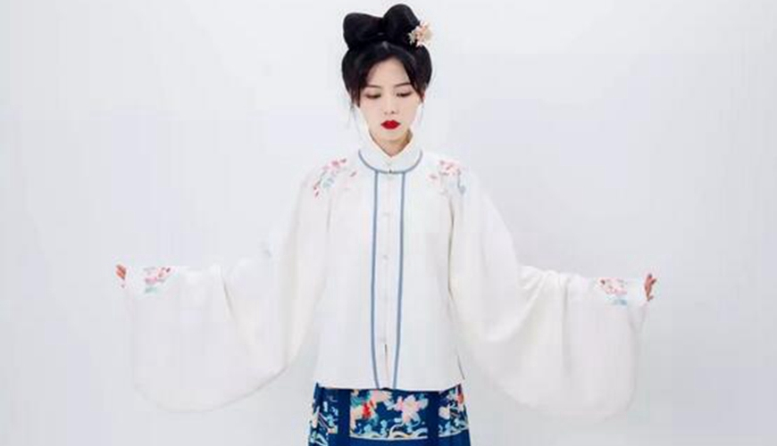 Dressing Course – How To Quickly Wear Chinese Hanfu: Ma Mian Skirt