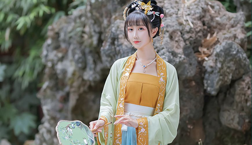 An introduction to the Chinese Traditional Costume – Beizi 2020