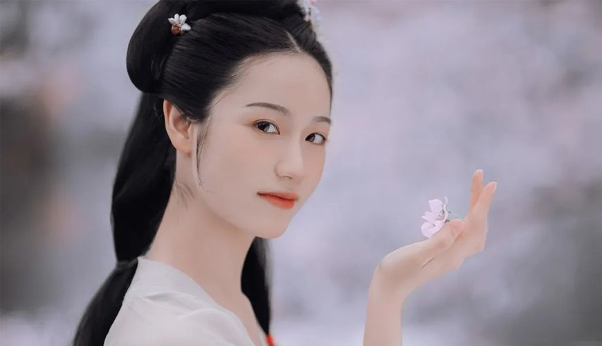 2020 Wearing Hanfu To Enjoy The Flowers | FashionHanfu Photography