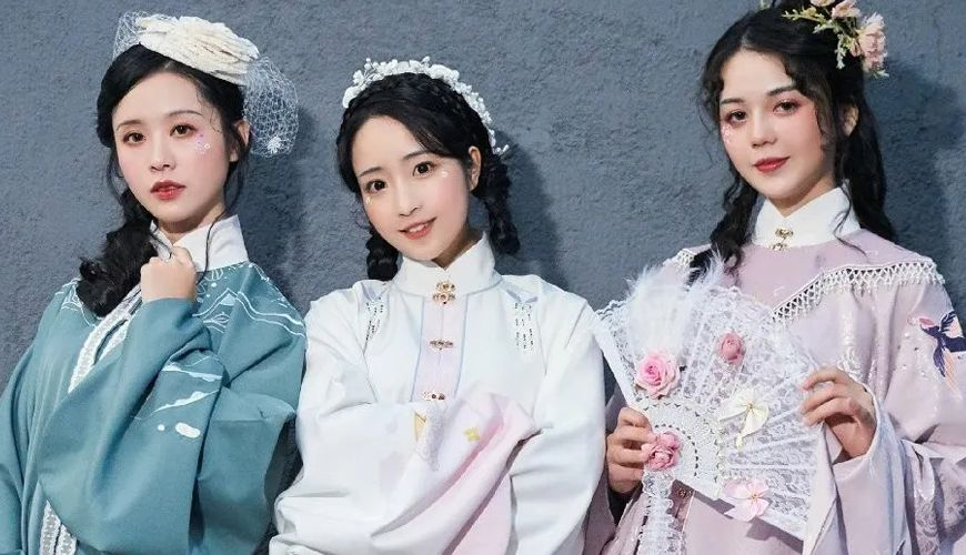 Combination of Traditional Hanfu and Western Elements 2020